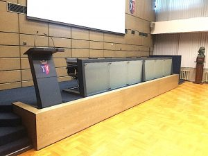 MODERN – stoły prezydialne oraz mównica