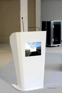 Empora – biała multimedialna mównica