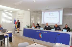 Starostwo Powiatowe w Radomiu używa mównicy Antica oraz stołu prezydialnego Modern